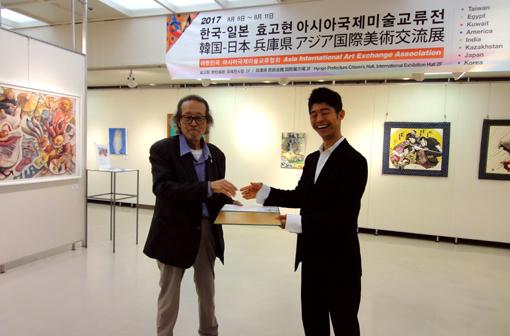 2017・開催式「岩崎ナギ」握手・510.jpg
